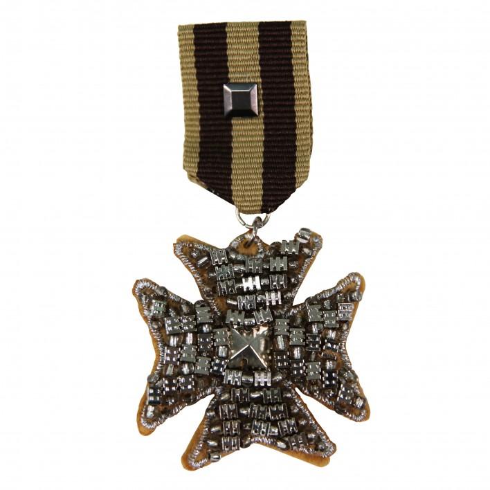 Broche insignia cruz BLUMARINE