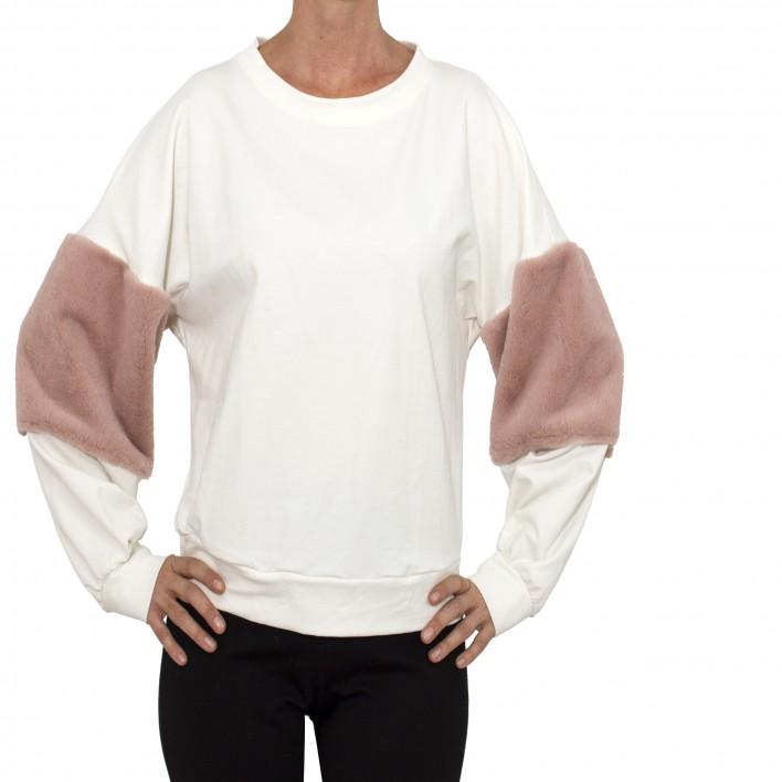 Sudadera blanca con mangas pelo rosa