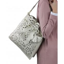 Bolso saco repujado crema