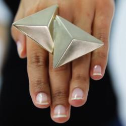 Anillo triángulos BLUMARINE
