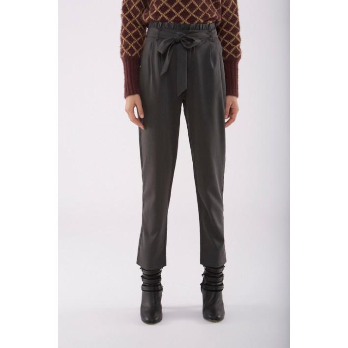 Pantalón gris cintura alta volantes y lazada