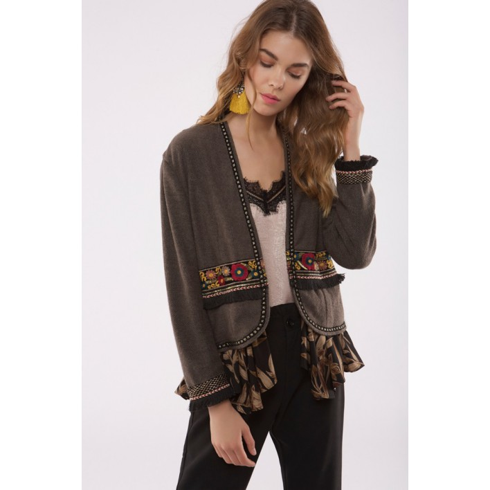Blazer marrón con apliques pasamanería bordados y flecos
