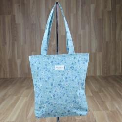 Bolsa estampado flores fondo azul claro