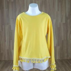 Camiseta bajo pompones amarillo