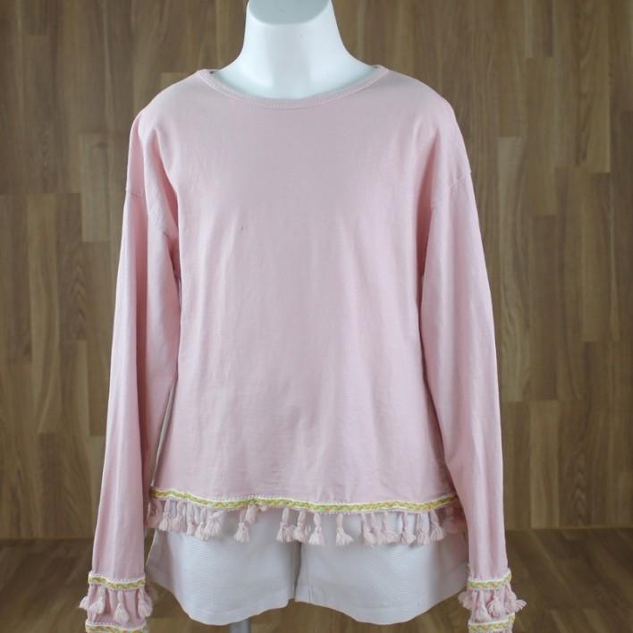 Camiseta bajo pompones rosa