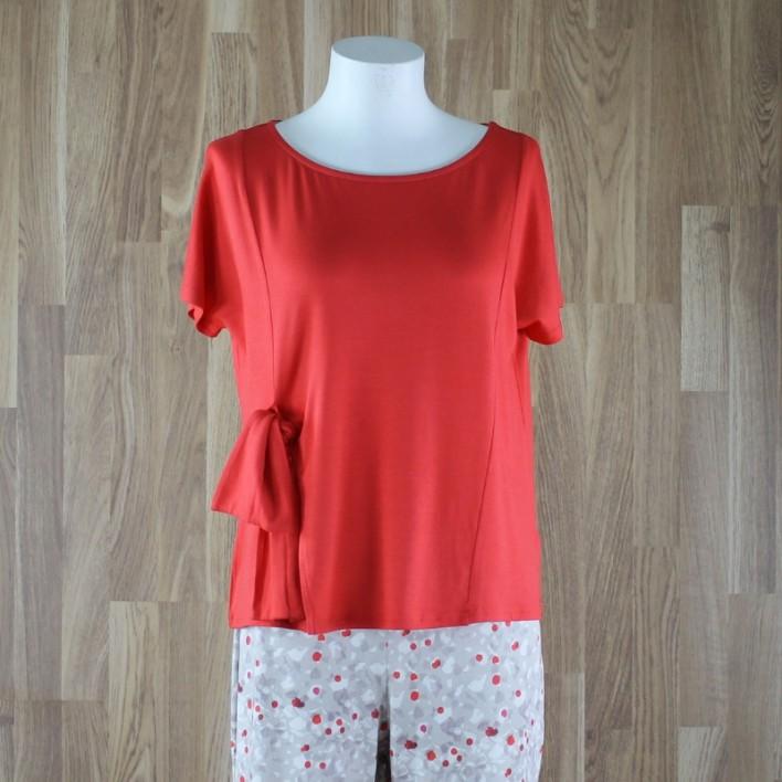 Camiseta manga corta y lazo lateral rojo