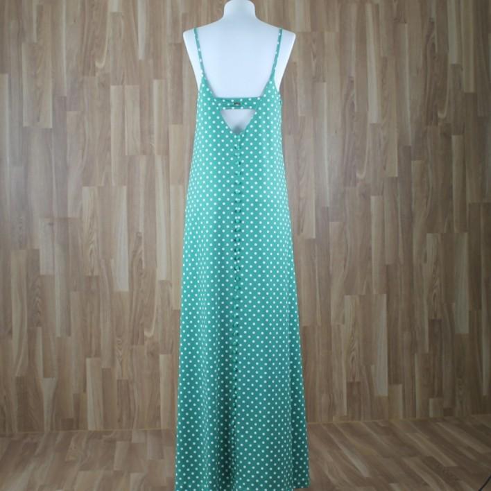 Vestido largo con botoncitos en parte trasera y estampado lunares verde